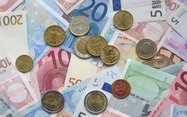 اليورو يقفز لأعلى مستوى منذ 2018 مع خسائر الدولار
