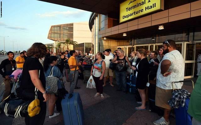 سائحون بريطانيون في مطار شرم الشيخ