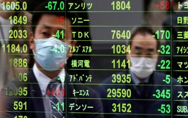 الأسهم اليابانية تتراجع في الختام وتسجل خسائر أسبوعية