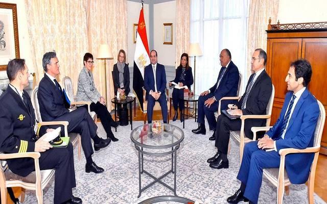 الرئيس عبدالفتاح السيسي خلال لقاء مع وزيرة الدفاع الألمانية أنجريت كارينباو