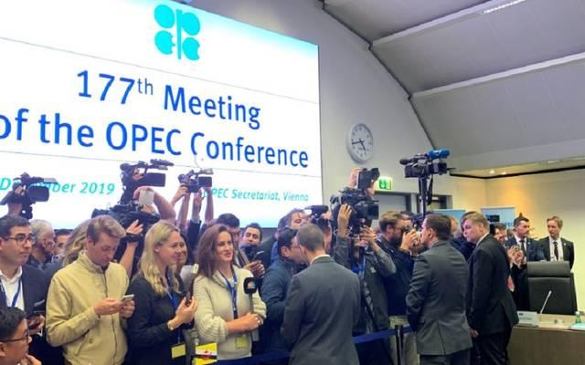 محدث.. أوبك وحلفاؤها يوافقون رسمياً على تعميق خفض إنتاج النفط