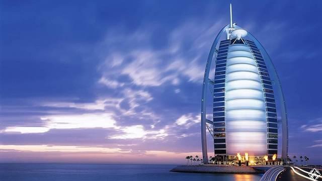 برج العرب أحد المعالم السياحية بدبي