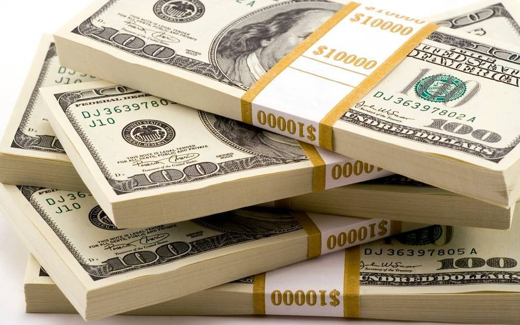 الدولار يتراجع عالمياً مع ترقب التطورات السياسية والاقتصادية