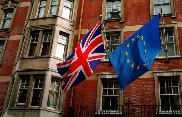 تقرير: الاتحاد الأوروبي ينفي تقديم تنازلات لتأمين صفقة للبريكست