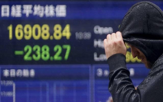 """بعد مكاسب الأسهم العالمية.. """"بلاك روك"""" تحذر المستثمرين"""