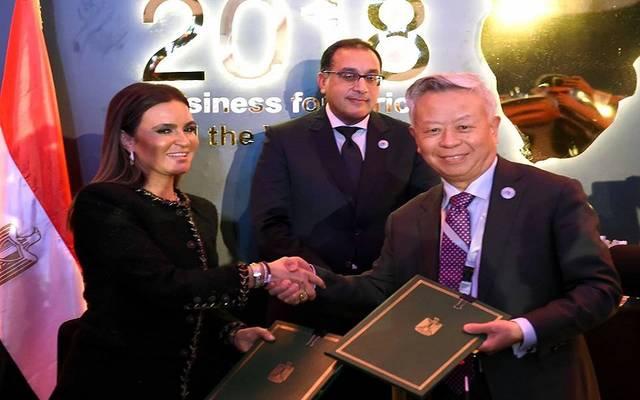 جانب من توقيع الاتفاقية على هامش منتدى أفريقيا 2018 بشرم الشيخ
