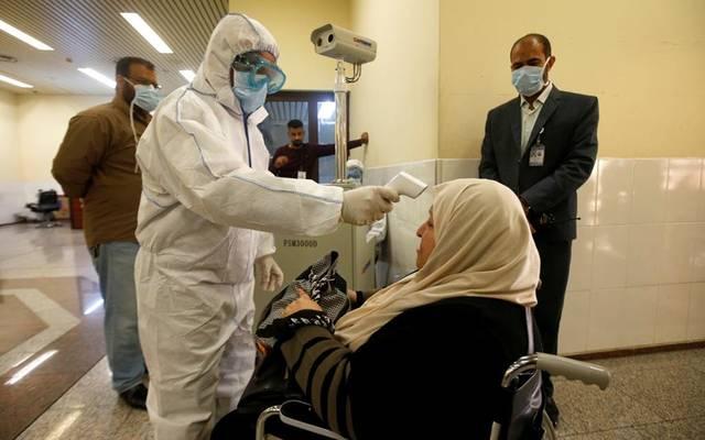 إجراء فحص طبي على إحدى المواطنات في الكويت