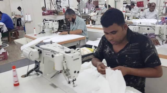 الحملة عن ضبط هذه المصانع وتبين أن العمال بها غير مؤمن عليهم