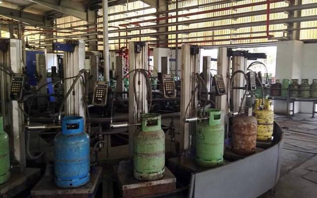 خط تعبئة الغاز داخل الشركة