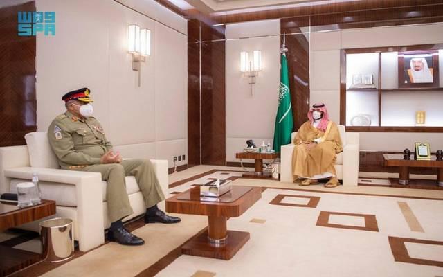 جانب من لقاء ولي العهد السعودي وقائد الجيش الباكستاني