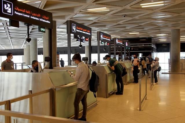 مسافرون عائدون بمطار الملكة علياء