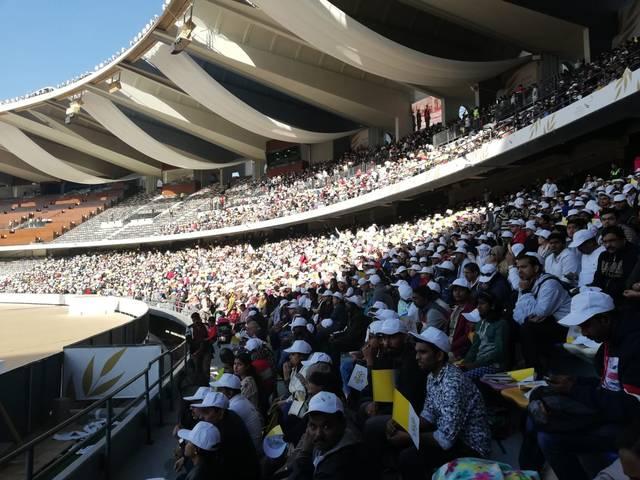 صور وفيديو.. حضور 180 ألف مشارك لإحياء القداس البابوي بأبوظبي