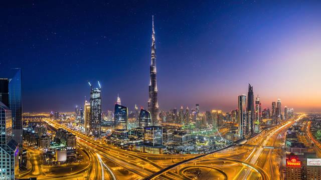 تحليل: دبي الأولى عالمياً بإنفاق السياح والتجارة الإلكترونية