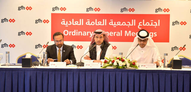 أعضاء مجلس إدارة مجموعة جي إف إتش المالية أثناء اجتماع العمومية