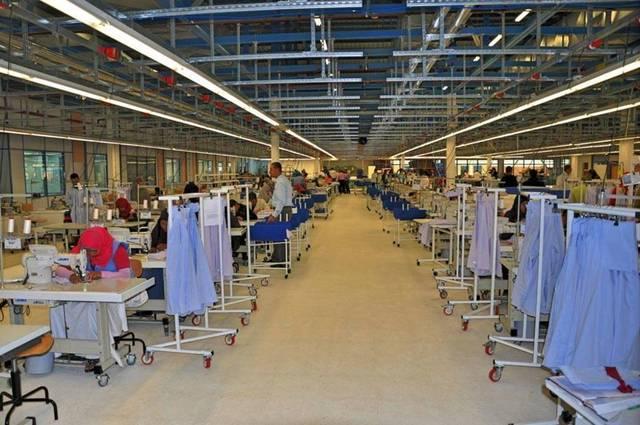 من داخل أحد مصانع الملابس