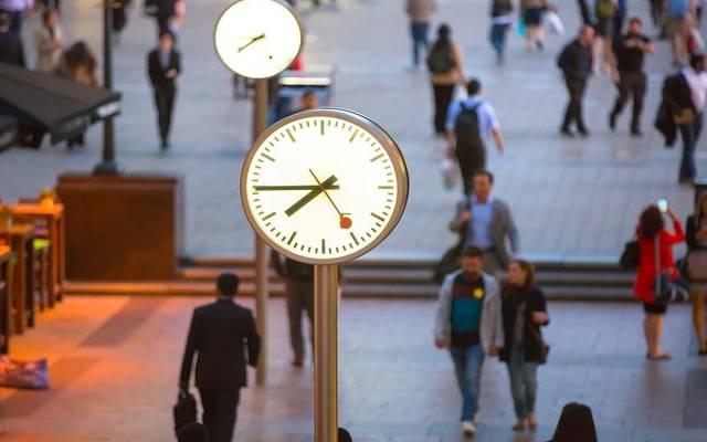 نشاط الخدمات في بريطانيا يسجل ثاني أضعف قراءة منذ 2012