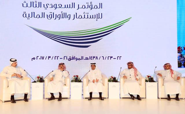 الرئيس التنفيذي لمجموعة الطيار للسفر القابضة عبدالله الداوود يتوسط جلسة النقاش - الصورة من مباشر