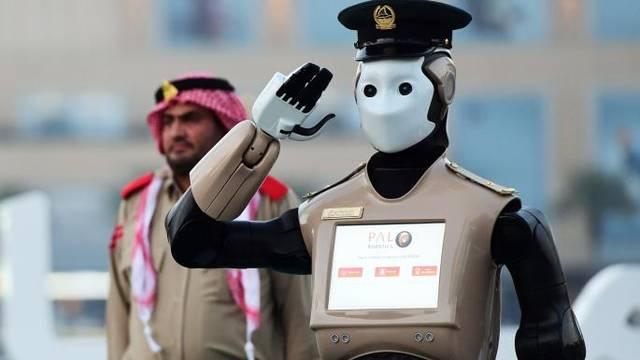 أحد الريبوتات المستخدمة بدولة الإمارات