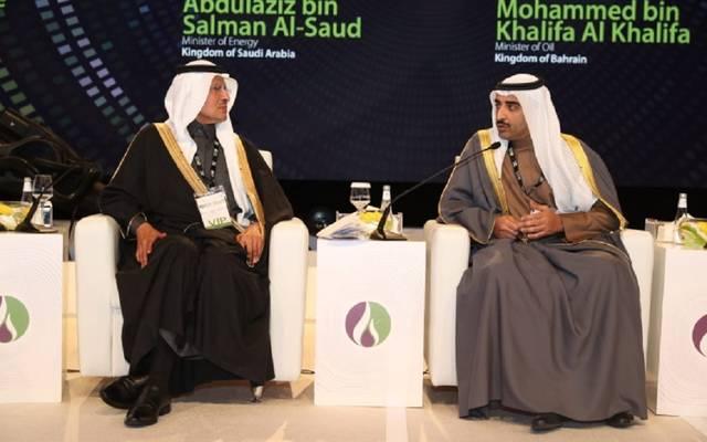 وزير النفط البحريني ونظيره السعودي خلال المؤتمر