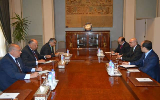 وزير الخارجية يوجِّه بتوفير الرعاية للمصريين في الخارج