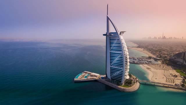 برج العرب أحد الفنادق الشهيرة بإمارة دبي، الصورة أرشيفية