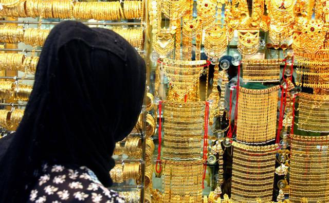 محل لبيع الذهب بدولة الإمارات