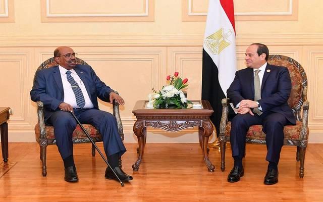 الرئيس عبدالفتاح السيسي مع نظيره السوداني عمر البشير