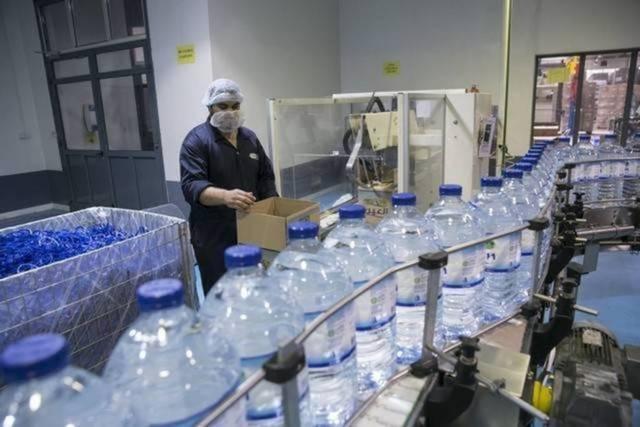 صورة من داخل أحد مصانع الشركة