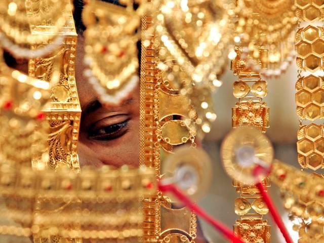 لهذه الأسباب مبيعات الذهب بالخليج ترتفع 30%
