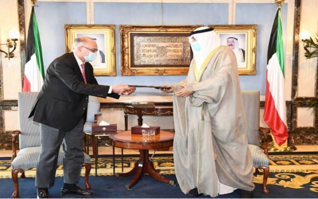 رئيس وزراء الكويت يتسلم رسالة من نظيره العراقي