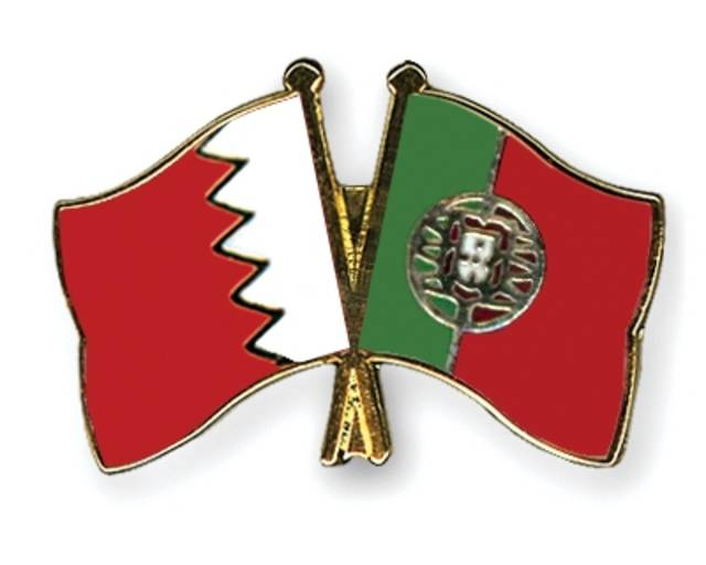 صورة لعلم دولة البرتغال وعلم المملكة البحرينية