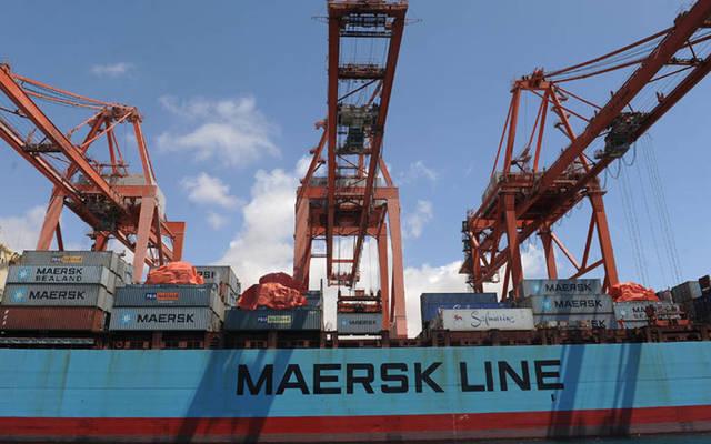 إحدى سفن ميرسك على رصيف ميناء.. أرشيفية