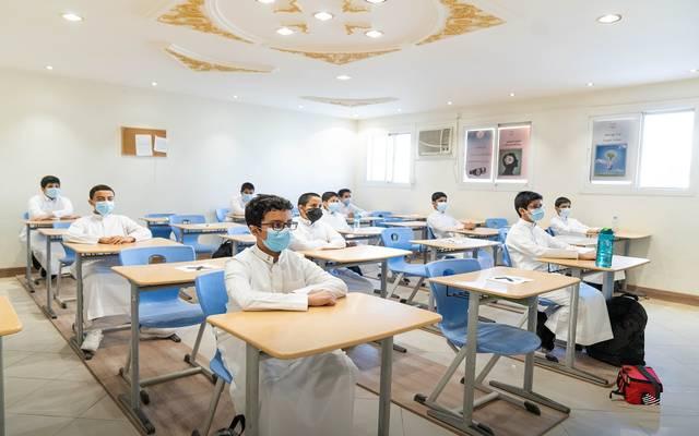طلبة داخل إحدى المدارس بالسعودية في العام الدراسي الجديد بعد العودة الحضورية