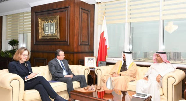 جانب من اللقاء المشترك بين وزير المالية البحريني والسفير الأمريكي