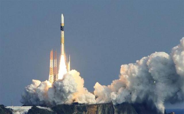 فيديو.. لحظة انطلاق أول رائد إماراتي نحو الفضاء