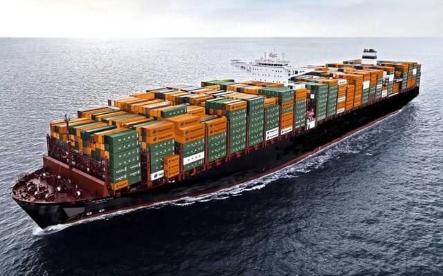 إحدى السفن التجارية