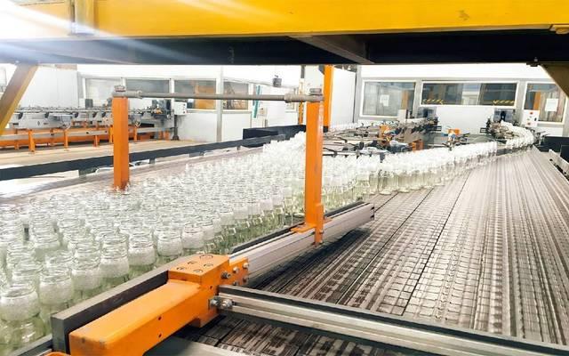مصنع تابع لشركة الصناعات الزجاجية الوطنية (زجاج)