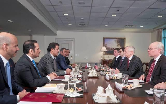 أمير قطر يبحث تعزيز التعاون العسكري مع وزير الدفاع الأمريكي