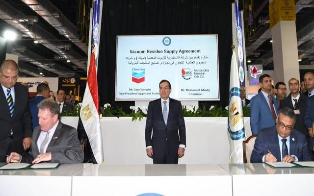 جانب من توقيع الاتفاقية بين شيفرون العالمية والجانب المصري