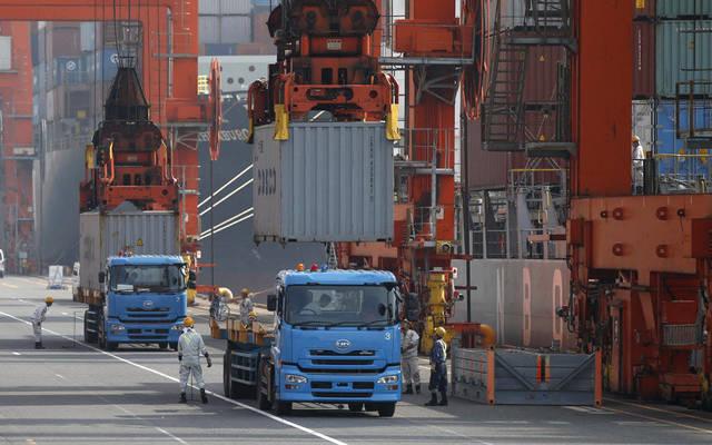 نقل البضائع عبر أحد الموانئ