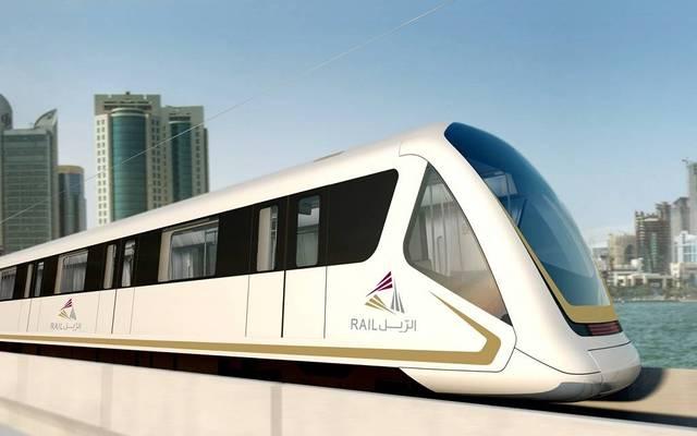 """أحد قطارات شركة سكك حديد قطر """"الريل"""""""