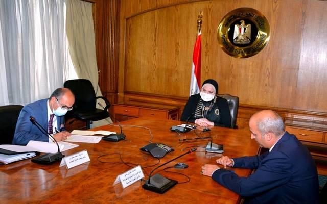 خلال المحادثة الهاتفية التى أجرتها وزيرة الصناعة، مع  وزير التجارة بالاتحاد الاقتصادي الأوراسي