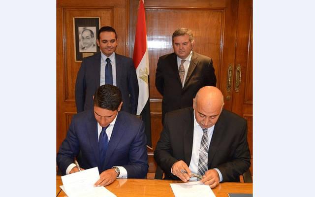 جانب من توقيع العقد بحضور هشام توفيق وزير قطاع الأعمال العام