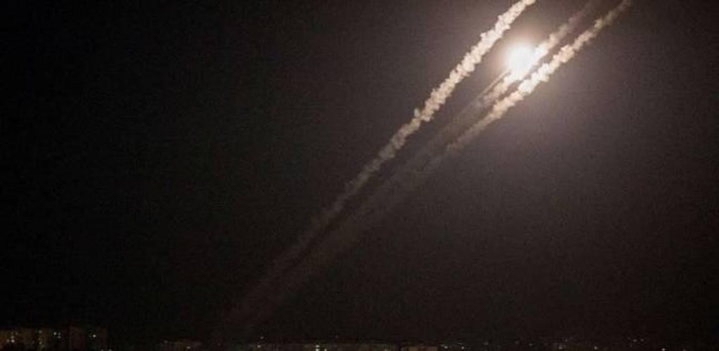 التلفزيون السوري: الدفاعات الجوية تصدت لصاروخ استهدف قاعدة بحمص