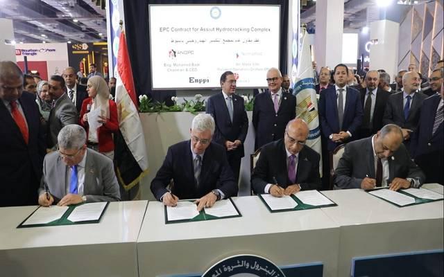 بـ2.5مليار دولار..توقيع عقد أكبر مشروع لتكرير البترول في صعيد مصر