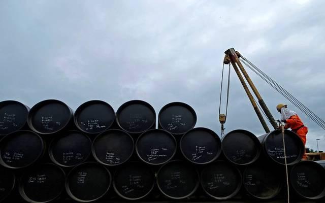 هبوط مفاجئ لمخزونات النفط الأمريكية يتجاوز 10 ملايين برميل