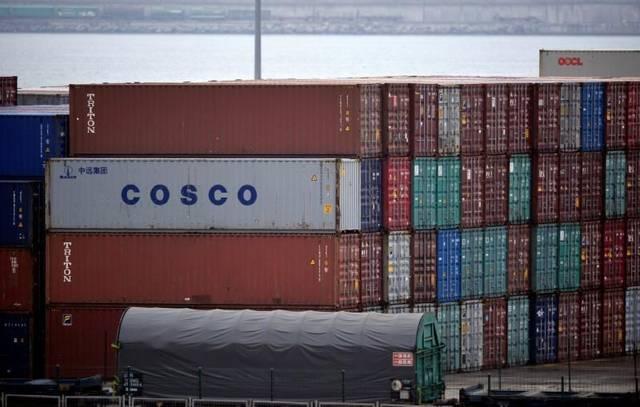 أحد السفن التابعة لشركة كوسكو الملاحية للموانئ