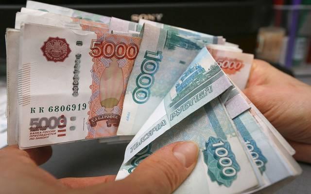 الروبل الروسي يتراجع عقب قرار السياسة النقدية
