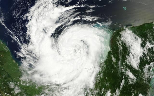 """المركز الأمريكي للأعاصير يرفع درجة خطورة العاصفة """"نيت"""" لإعصار"""