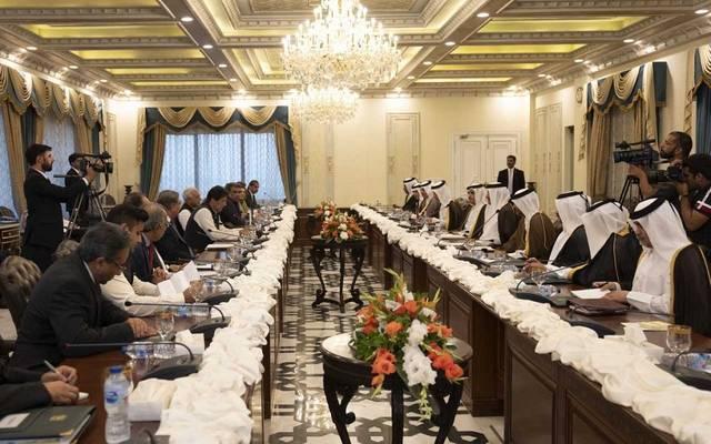 أمير قطر يبحث تعزيز العلاقات مع رئيس حكومة باكستان